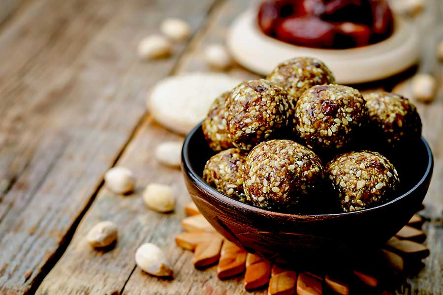 Vegan dates, sesame and pistachio balls