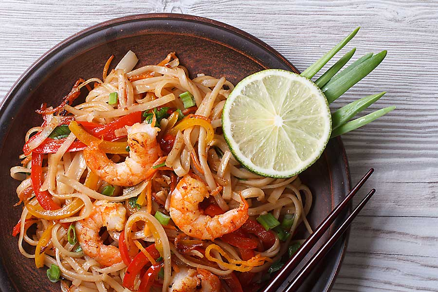 Chinese noodles with seafood
