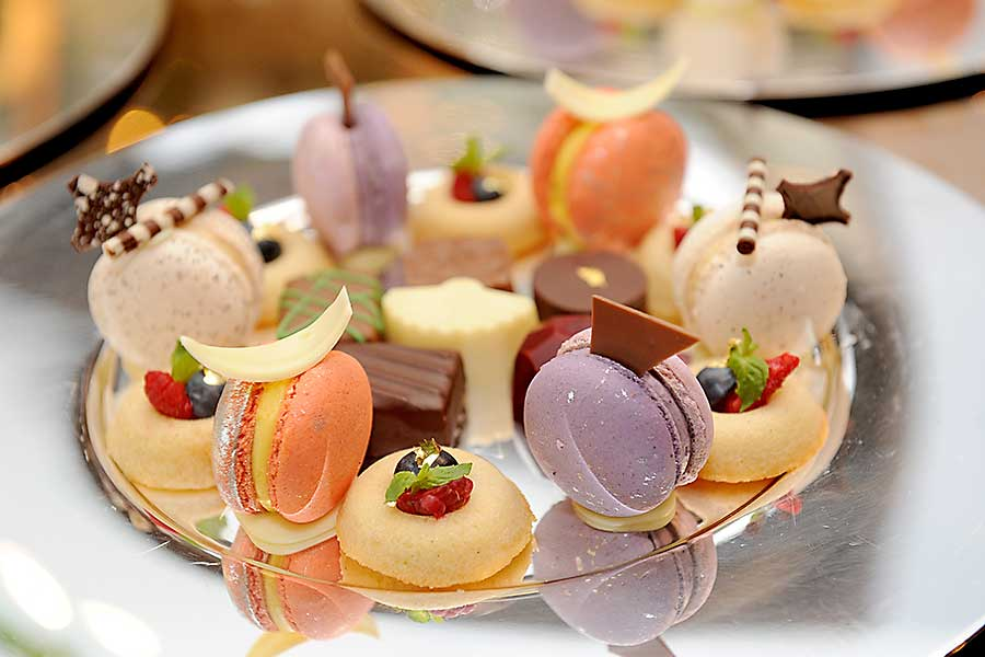 Colourful food - macaroons