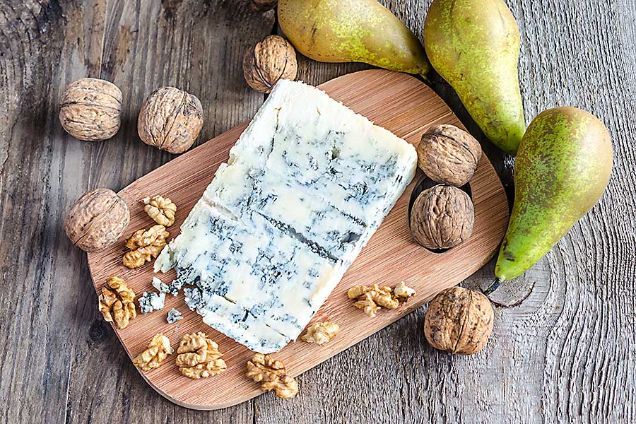 Gorgonzola cheese with wallnuts