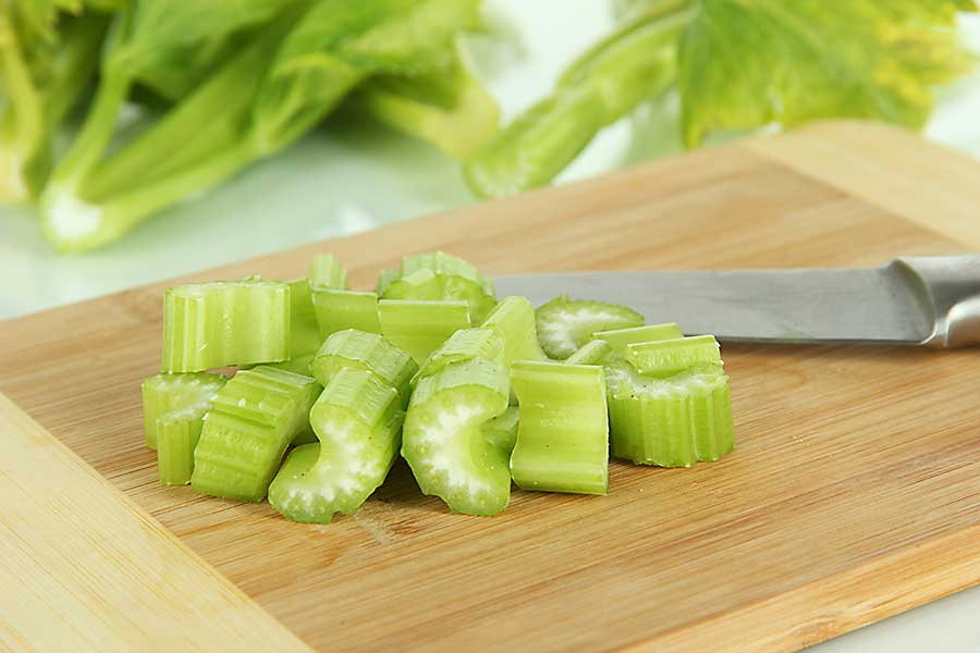 Celery leaf cut for the meal
