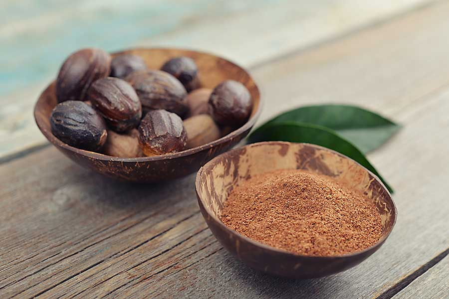 nutmeg whole seed and ground nutmeg spice