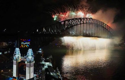 New Year's Eve fireworks in Sydney - Milsons Point